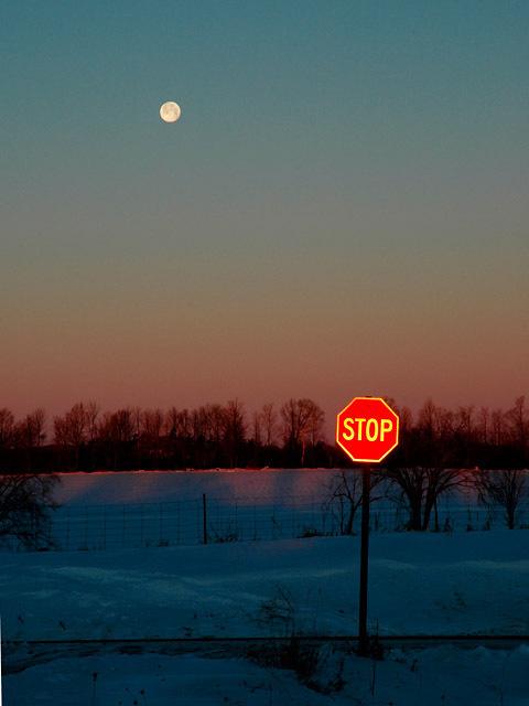 Moon_at_dawn